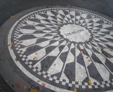 Strawberry Fields, Central Park, em frente ao edifício onde Lennon morava e morreu