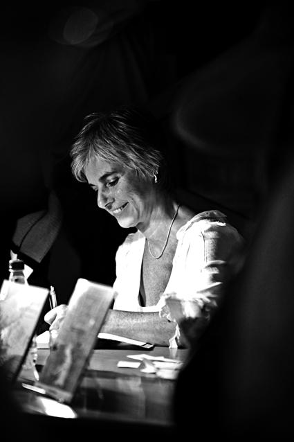 """""""Cada um tem a própria escuridão, e talvez meus escritos remetam a esse vazio existencial que, de certa forma, nos preenche. Falar sobre isso é uma forma de aclarar um pouco a vida."""""""