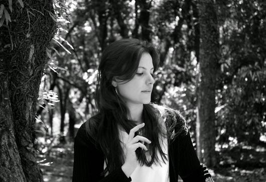 Juliana Meira, autora de Poema pássaro