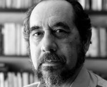 Adriano Espínola, autor de Escritos ao sol