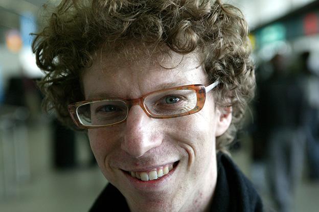 Arnon GRUNBERG,auteur. foto VINCENT MENTZEL/NRCH ==F/C==Schiphol,18 maart 2004