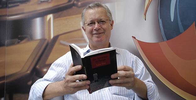 Tailor Diniz, autor de Em linha reta