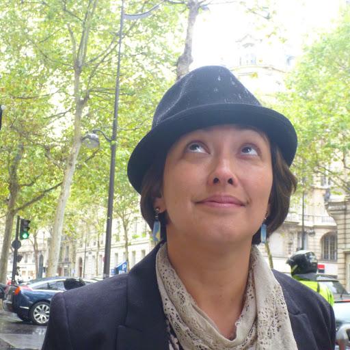 Marisa M. Deacto, Autora de Império dos livros: instituições e práticas de leituras na São Paulo oitocentista e Edições e revoluções — leituras comunistas no Brasil e na França.