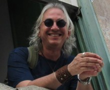O cearense Raymundo Netto, autor de Crônicas absurdas de segunda