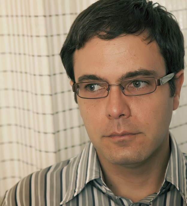 José Luiz Passos, autor de O marechal de costas