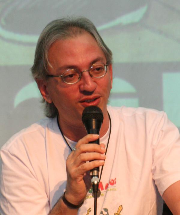 Raymundo Netto, autor de Crônicas absurdas de segunda