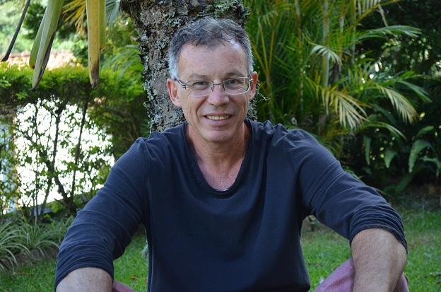 Flávio Carneiro, autor de Um romance perigoso
