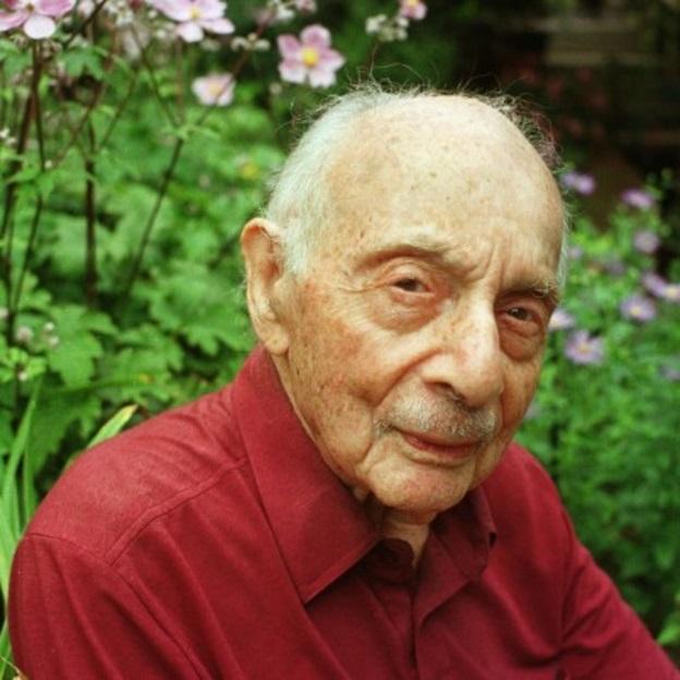 Stanley Kunitz, poeta norte-americano.