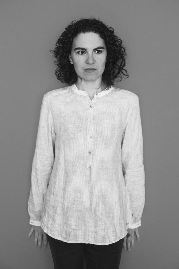 Marília Garcia, autora de Câmera lenta.