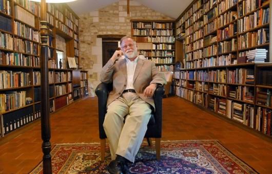 Alberto Manguel, autor de O leitor como metáfora: o viajante, a torre e a traça.