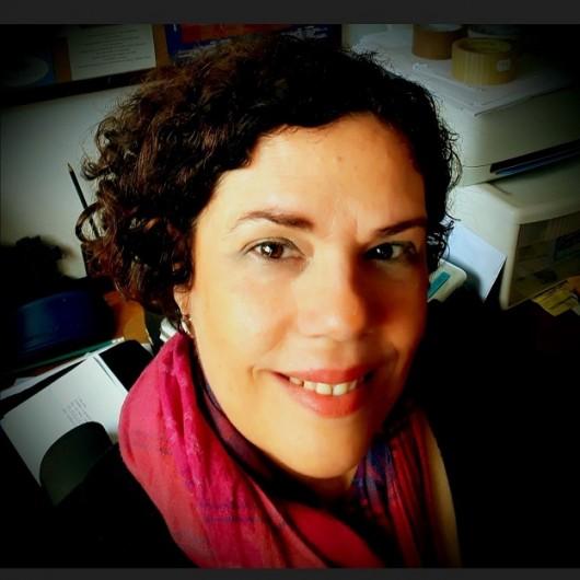 Deborah Dornellas, autora de Por cima do mar