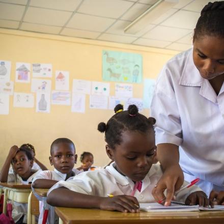Angola investe apenas quatro por cento em educação