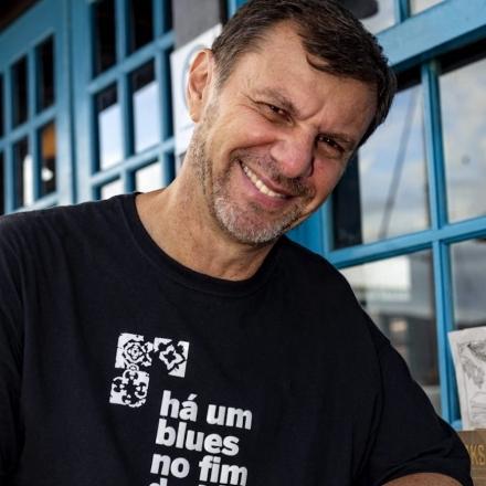 """Cláudio Schuster, autor de """"Vai dar merda"""""""