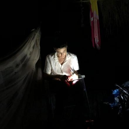A cronista, longe de espelhos, na escuridão amazônica