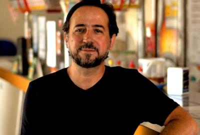 "Luiz Biajoni, autor de ""Elvis & Madona — Uma novela lilás"""