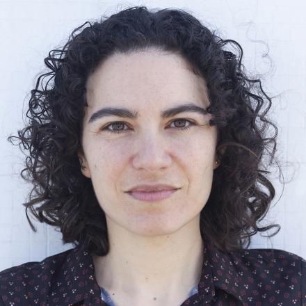 A poeta Marília Garcia, autora do premiado