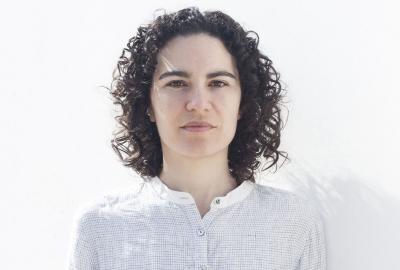 A poeta Marília Garcia, autora de