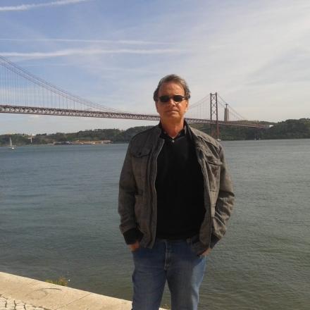 O poeta mineiro Ronaldo Cagiano, autor de