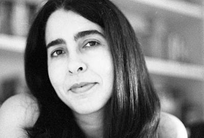 "Tércia Montenegro, autora de ""Linha férrea"""