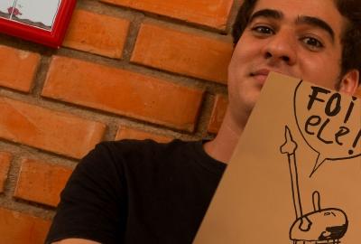 """Venes Caitano, autor de """"Mamãe, papai fez arminhas com a mão"""""""