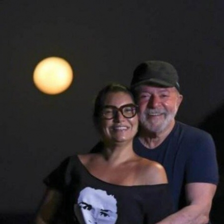 Lula e Janja sob a lua viraram motivo de risos e espantos